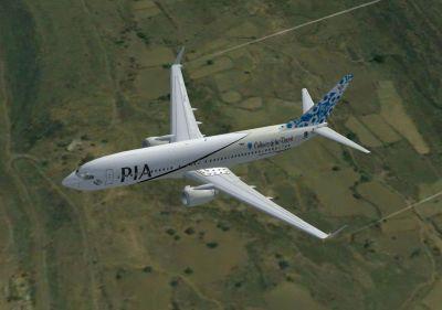 Pakistan International Airlines Boeing 737-800 in flight.