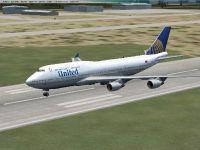 United Airlines Boeing 747-400 on runway.
