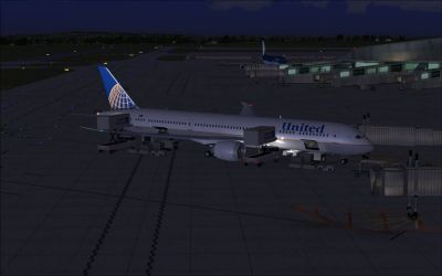 United Airlines Boeing 787-9 at boarding gate.