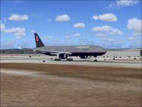 Screenshot of United Airlines Boeing 777-300 on runway.