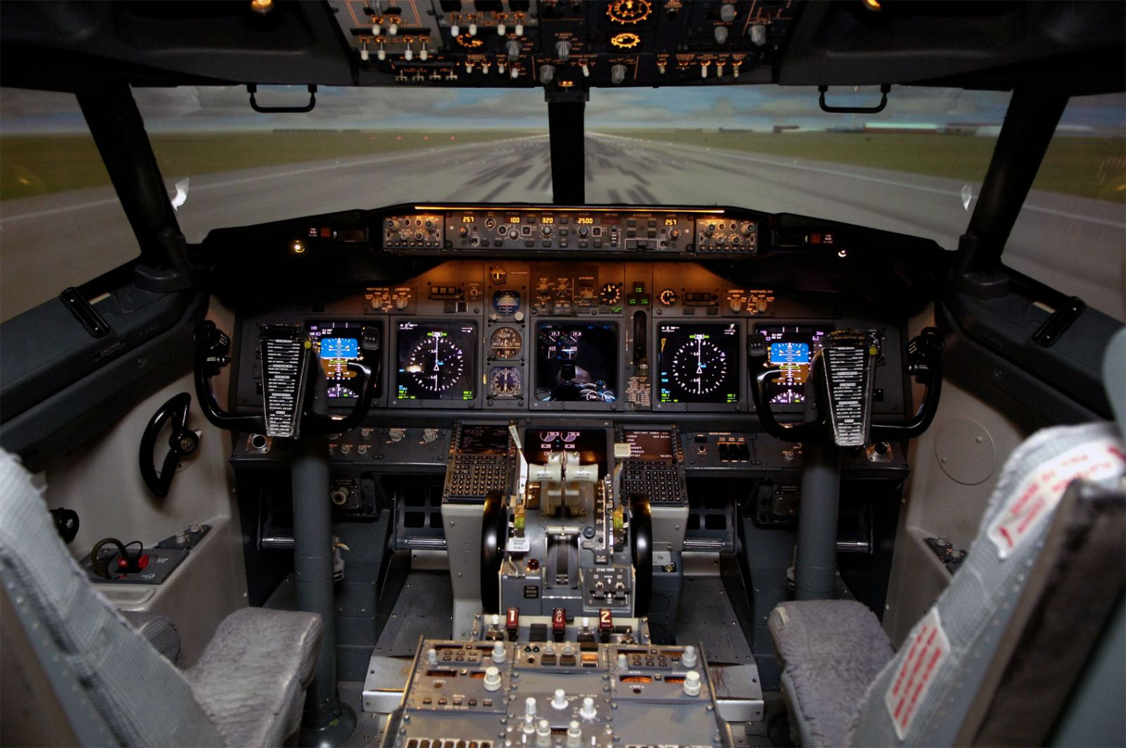Home flight simulator set up - A Full Size 737ng Flight Simulator