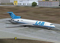 Screenshot of Lloyd Aero Boliviana Boeing 727-200 on runway.