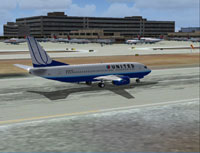 Screenshot of United Airlines Boeing 737-300 on runway.