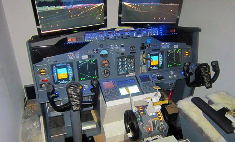 Fabio Ippoliti's home cockpit built on a budget.