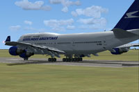 Screenshot of Aerolineas Argentinas Boeing 747-400 on runway.