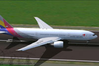 Screenshot of Asiana Airlines Boeing 777-28E(ER) on runway.