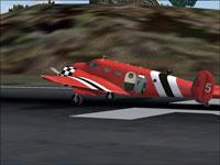 Screenshot of Circo Aereo Beech 18 on runway.