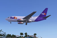 Screenshot of Fedex Express Boeing 737-600 on landing approach.