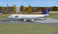 Screenshot of LOT Polish Airlines Boeing 747-400 on runway.