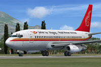 Screenshot of Royal Khmer Airlines Boeing 737-200 on runway.