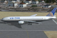 Screenshot of United Airlines Boeing 777-200 on runway.