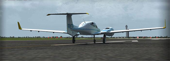 DA42 on runway