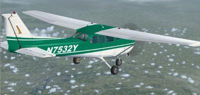 Cessna 172SP Skyhawk N7532Y in flight.