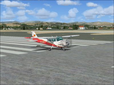 Tiburon Cessna 172SP Skyhawk on runway.