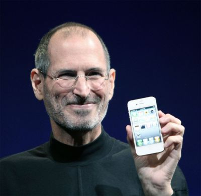 Steve Jobs displaying a white iPhone 4