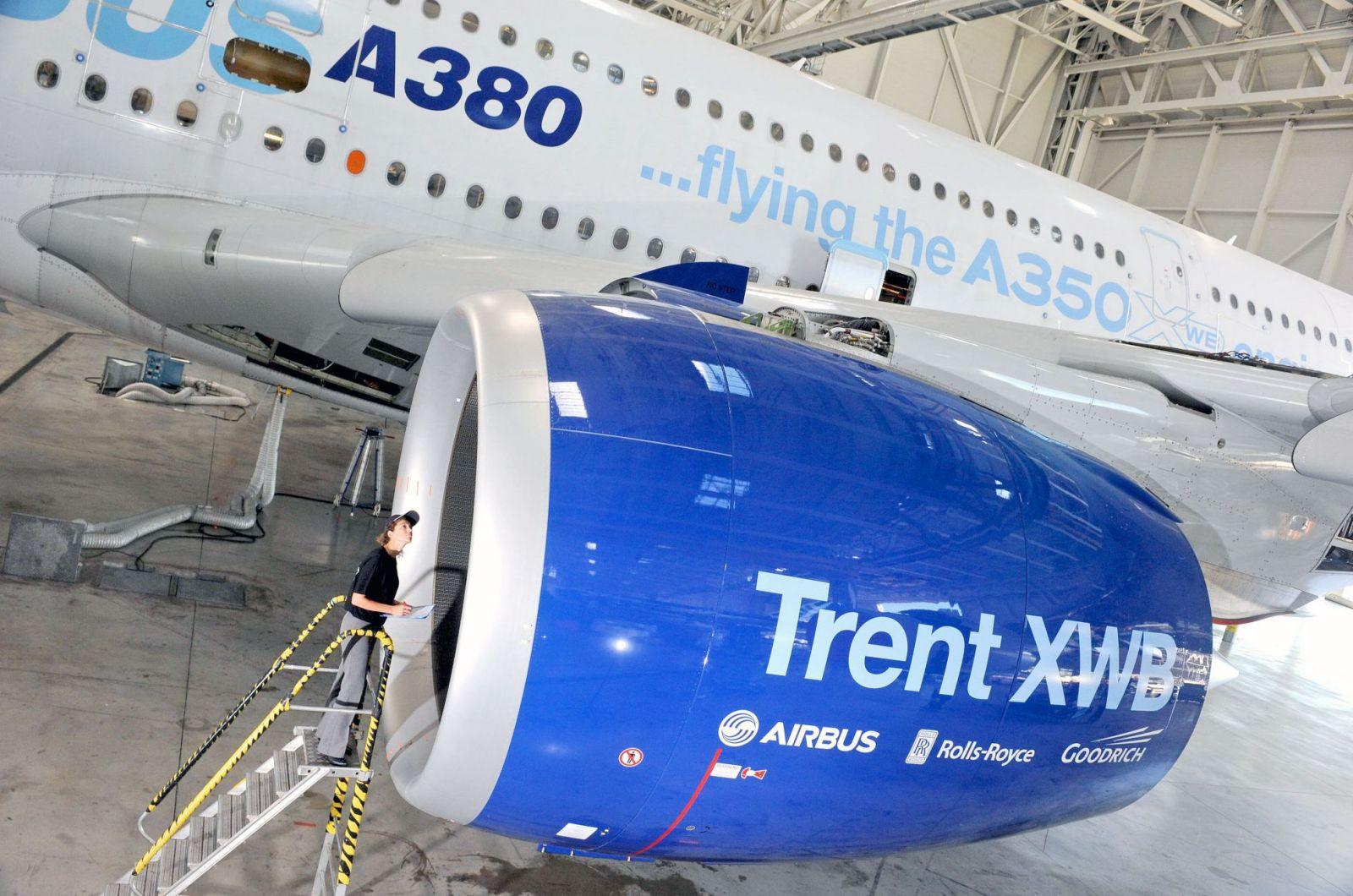 trent xwb powerplant completes first test flight on a380