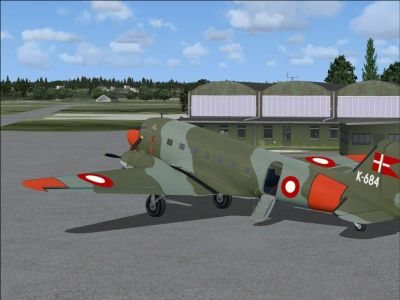 Screenshot of RDAF Douglas DC-3 on the ground.